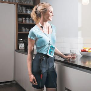 innovo-woman-standing-800x800